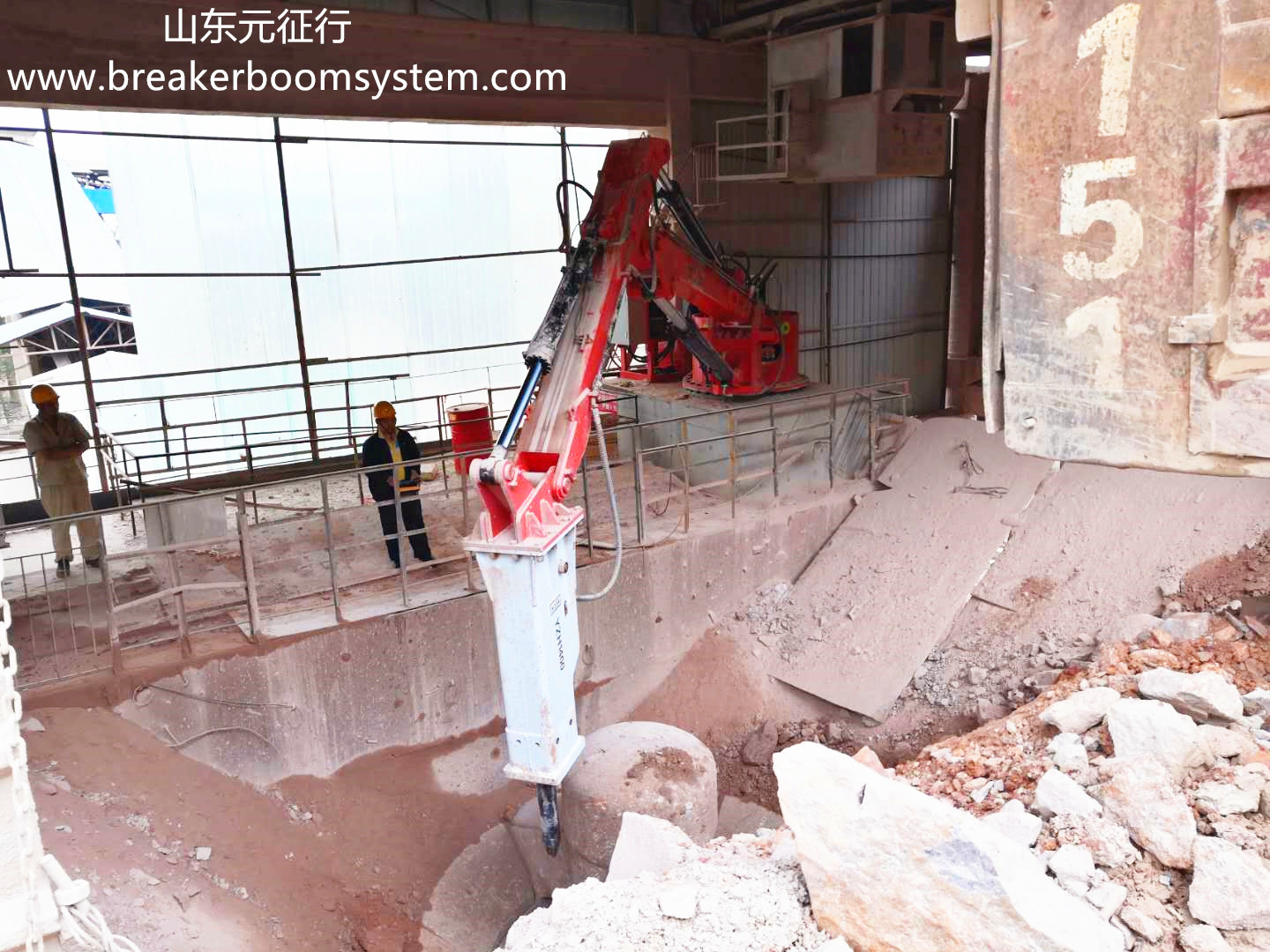 hydraulic breaker boom system for gyratory crusher
